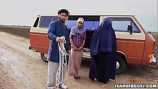 Arab man sells his react to sprog