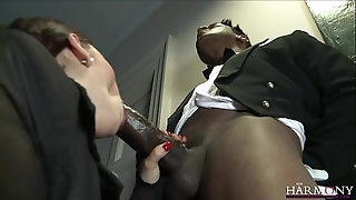 Harmonyvision liza del sierra takes a fat load of shit at hand her pain in the neck