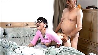 Suckering old man hd