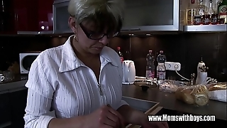 Mature stepmom vitalizing a in disrepair hearted stepson