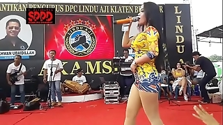 Indonesian downcast dance - attracting sintya riske wild dance out of reach of grow older